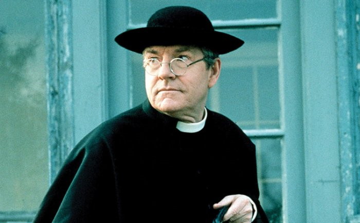 Kenneth Moore as Father Brown