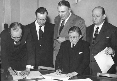 ITV - Signing of a contract in 1955